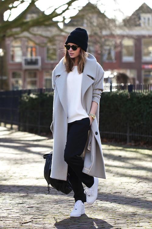 Grey-coat-white-tee-sneakers-street-style