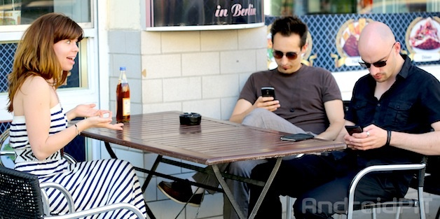 social-smartphones2