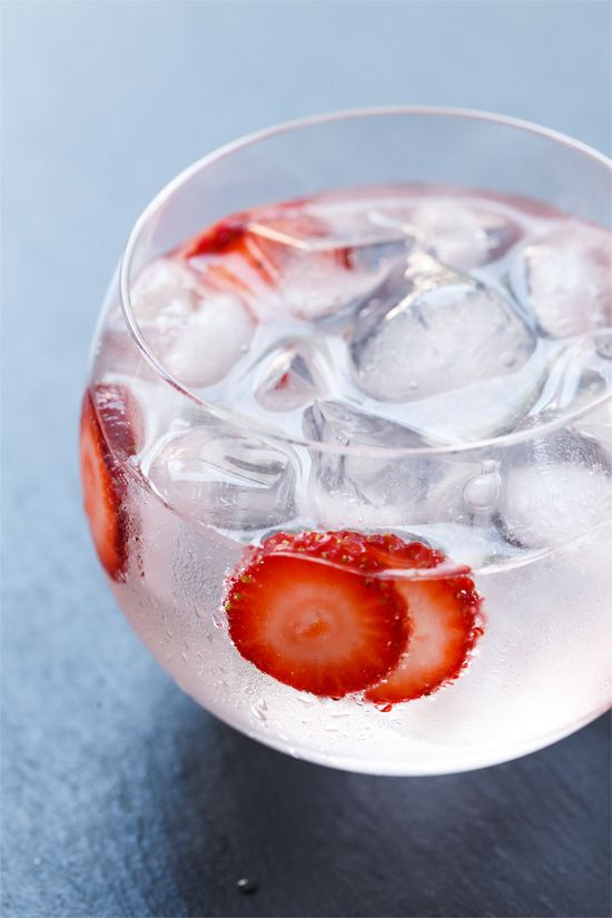 Gin-tonic-strawberries