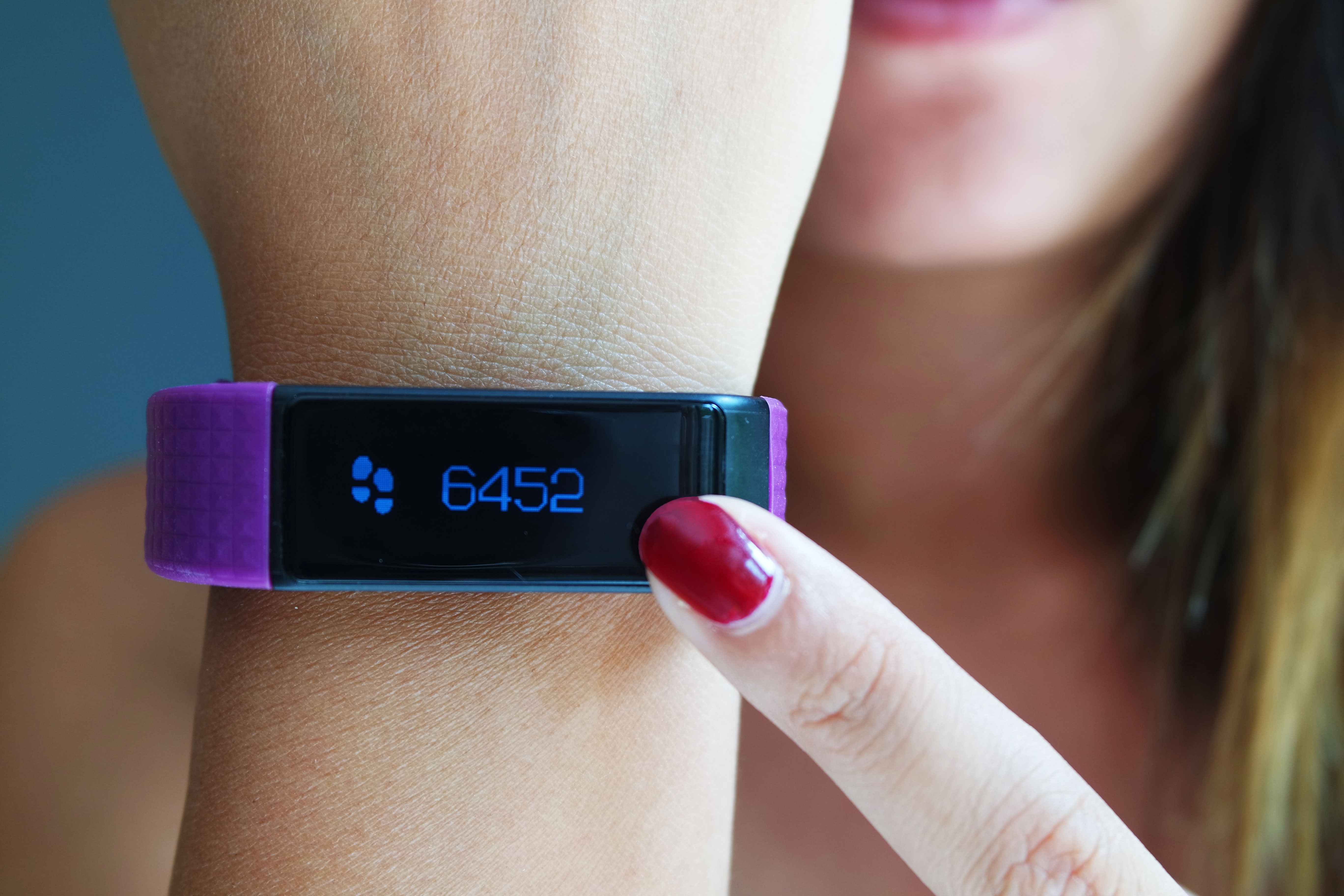 bracelet-easyfit-touch-fitness-tracker-blog-avis-fit-cellularline