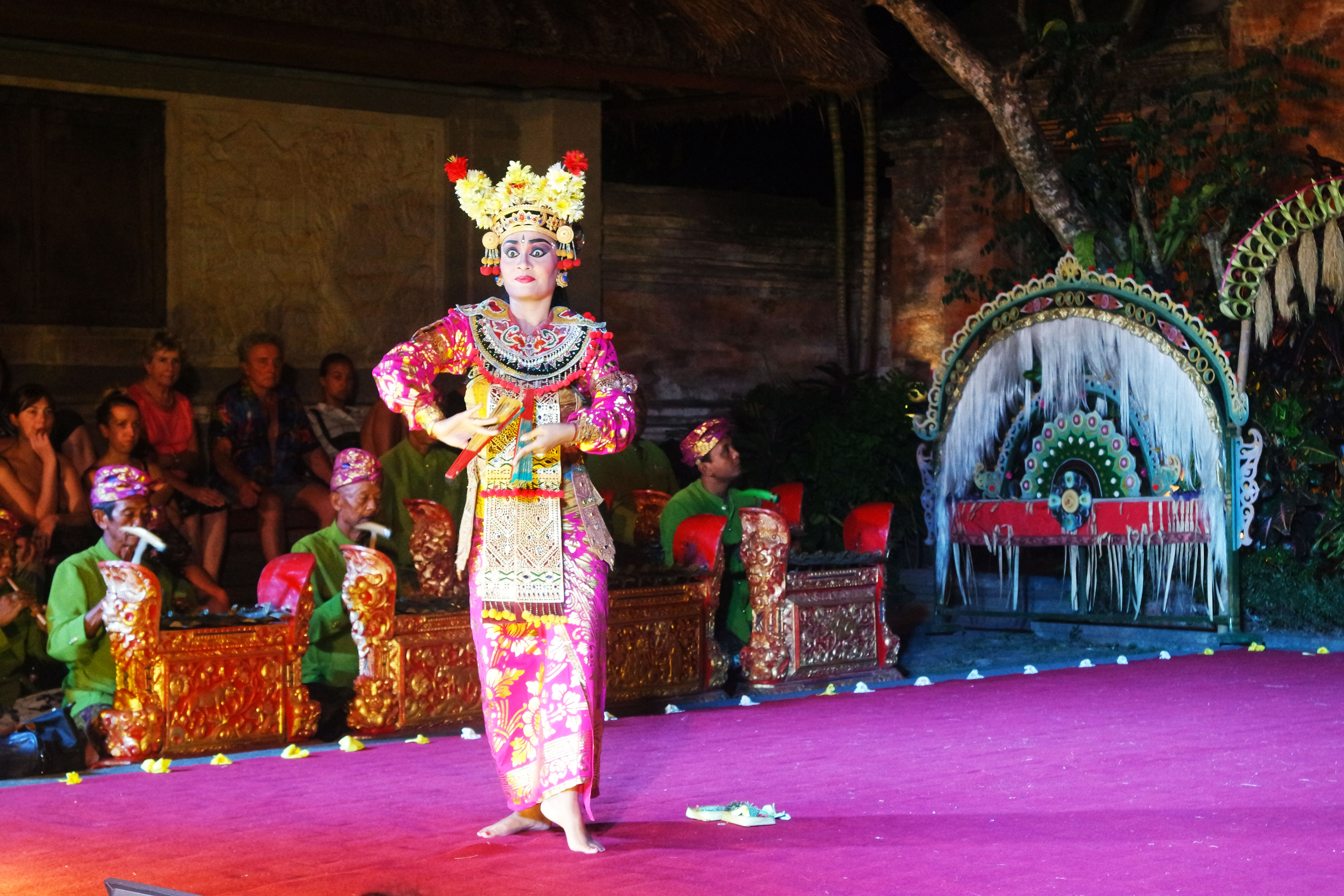 ubud-bali-show-dance-things-to-do