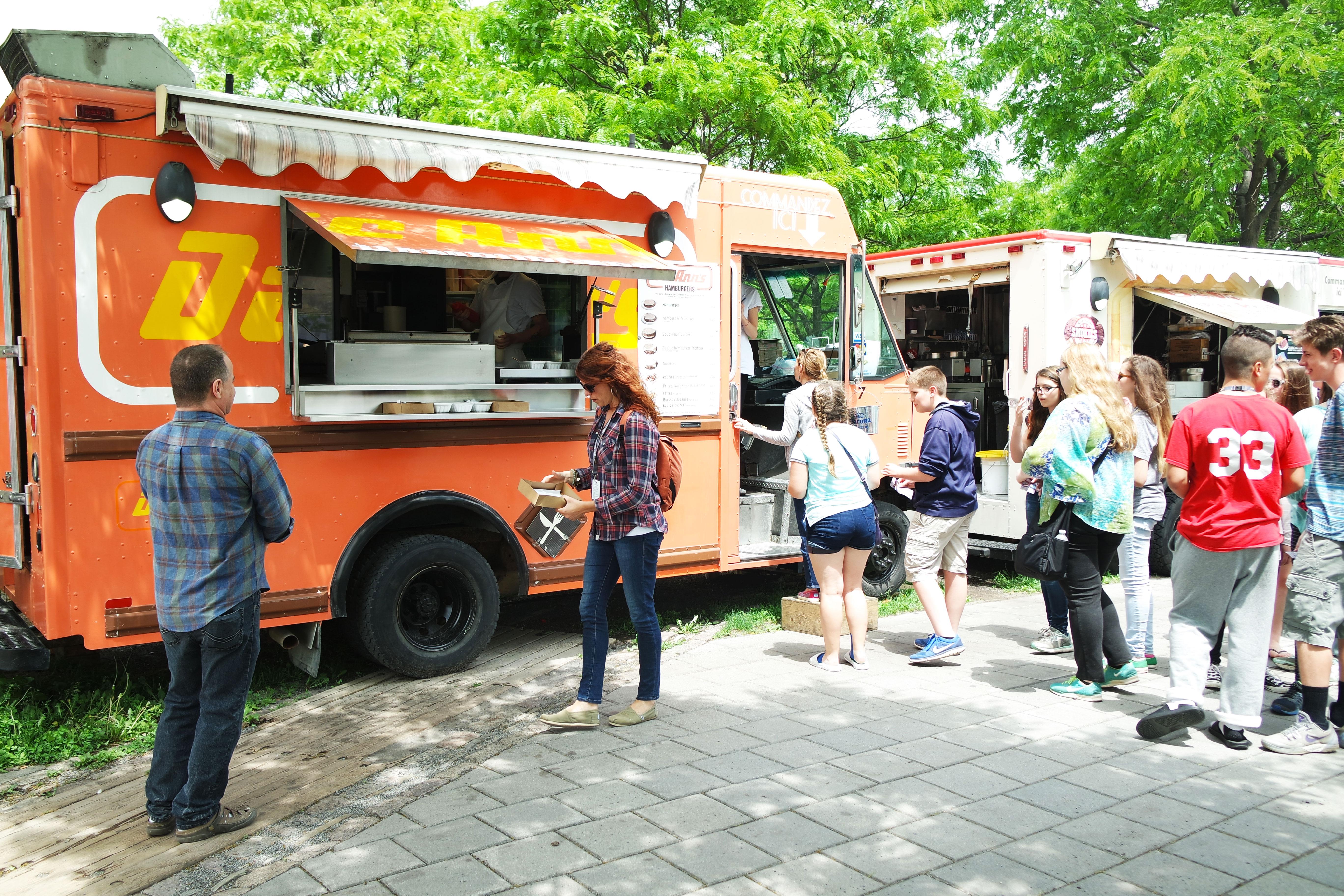 food-truck-montreal-burger-plat