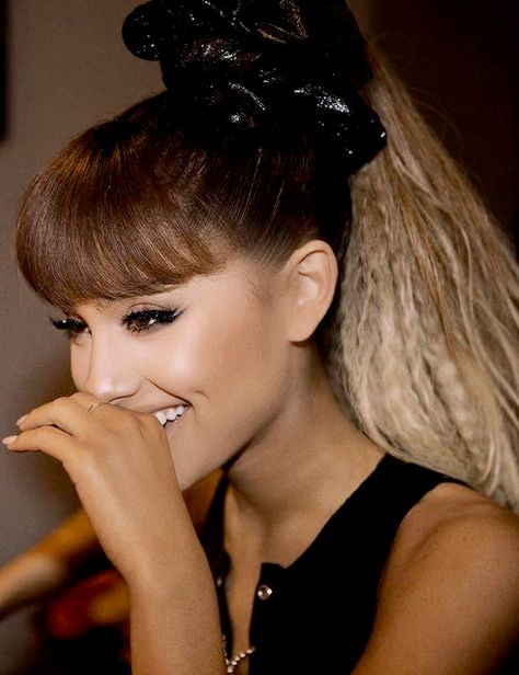 arianna-grande-cheveux-gaufres-tendance-2016-coiffure-cool-crimped-hair-trendy