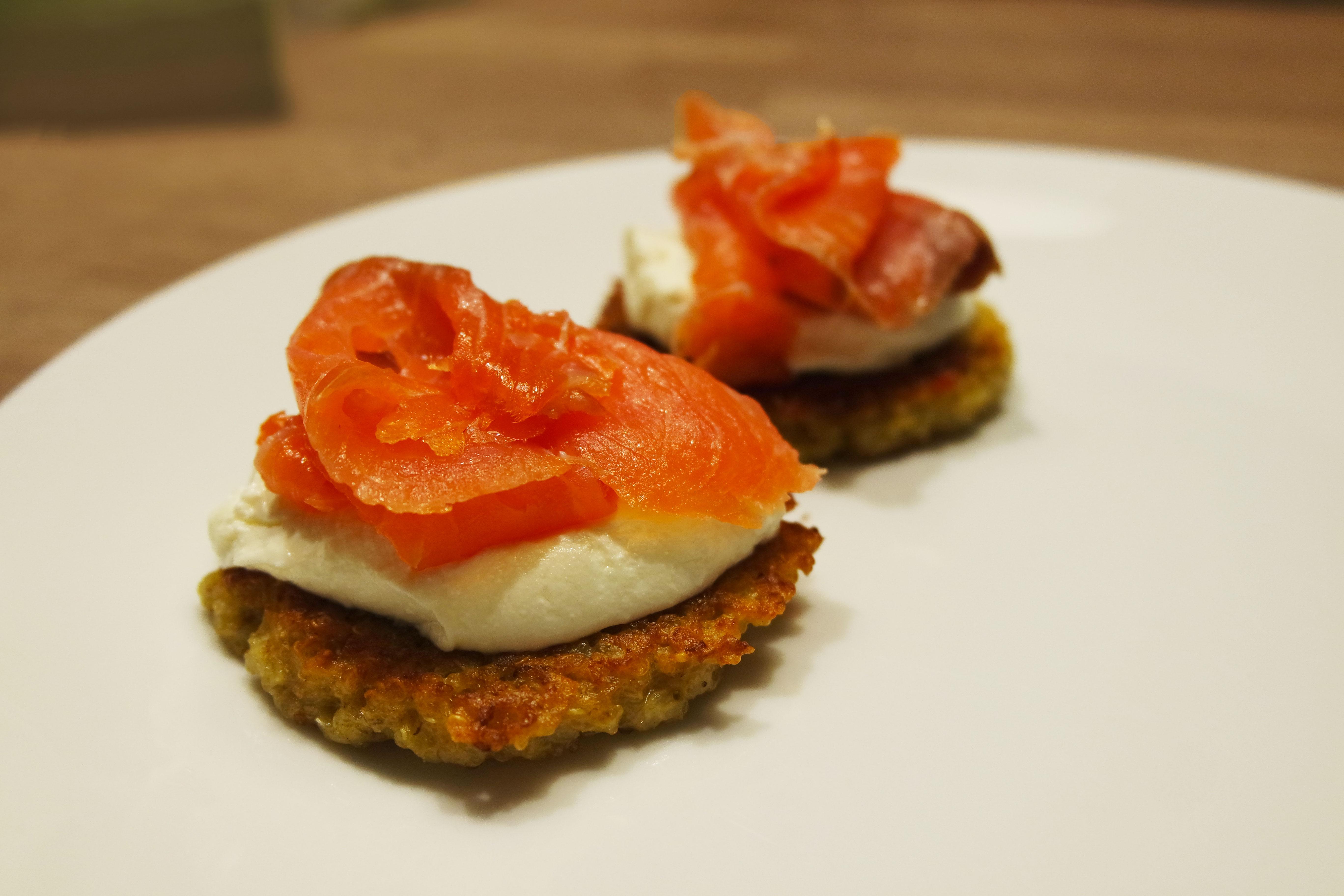 recette galettes de quinoa au saumon fum ellemixe. Black Bedroom Furniture Sets. Home Design Ideas