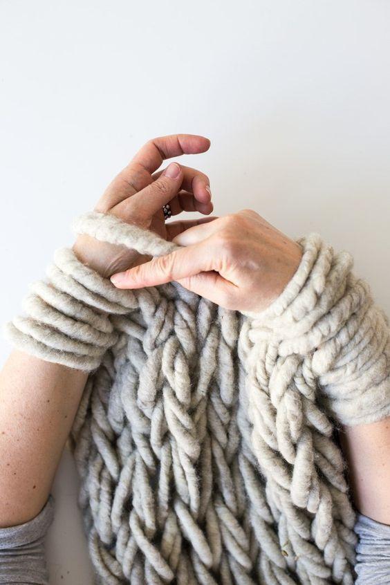 L 39 arm knitting et les plaids g ants canons ellemixe - Tricot avec les bras couverture ...