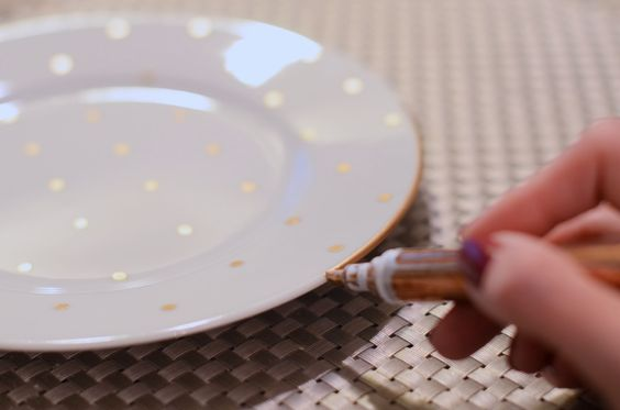 assiette-peinture-diy-customiser-facile-decoration-maison-noel-fetes-blog-dots