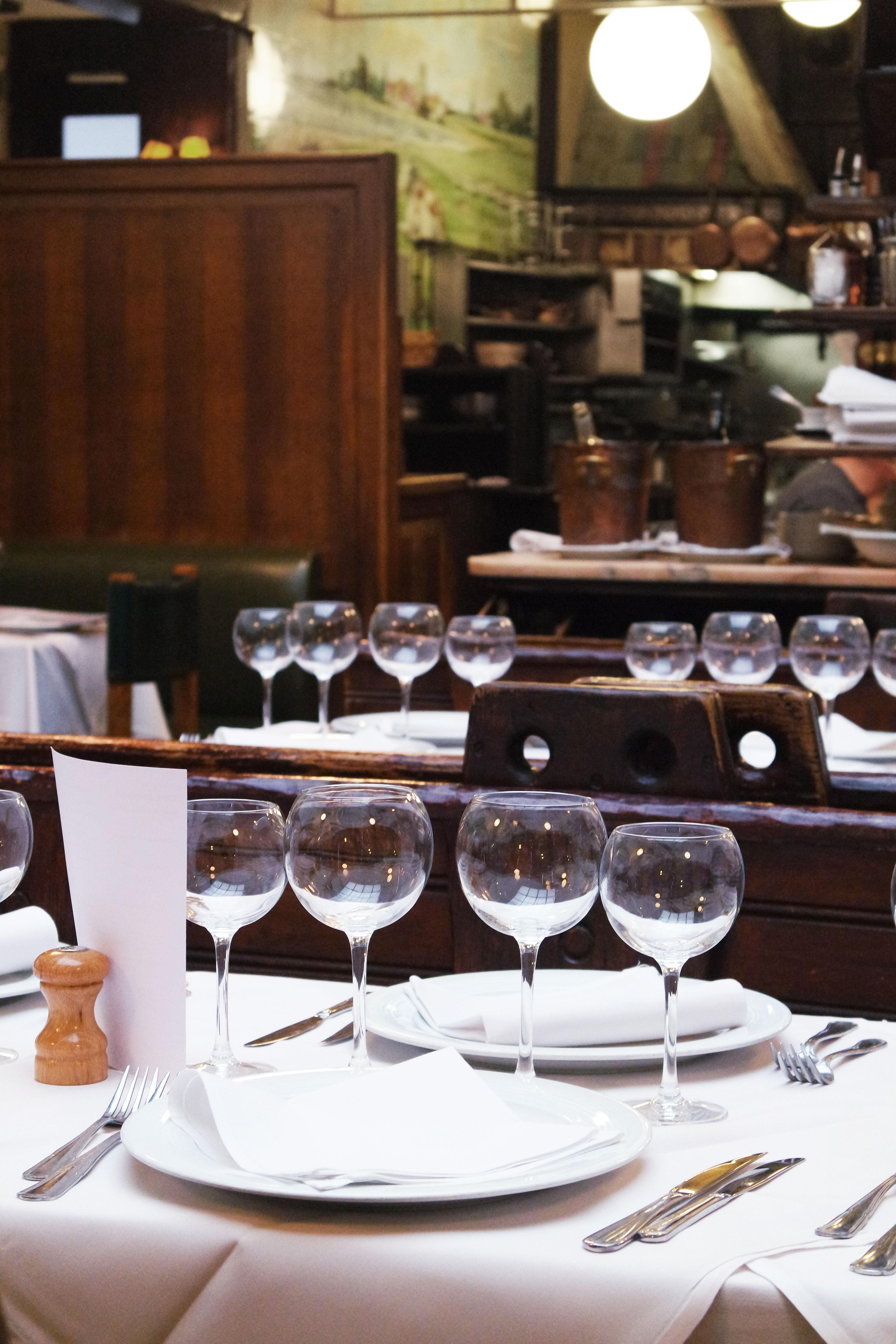 Le restaurant chez vincent bruxelles ellemixe for Ambiance cuisine bruxelles