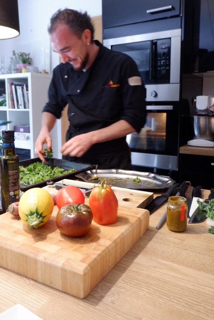 La Belle Assiette - Le Chef Joris prépare les amuses-bouches en cuisine